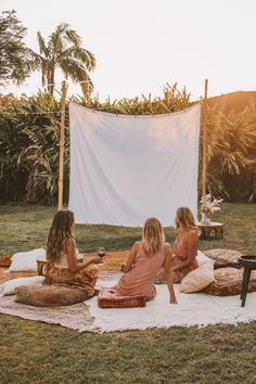 DIY Backyard Movie Night with Spell & The Gypsy Collective and - Modern Design Backyard Movie Nights, Outdoor Movie Nights, Surf, Outdoor Cinema, Backyard Camping, Love Actually, Night Aesthetic, Movie Party, Hens Night