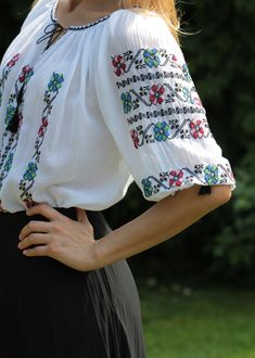 Ie Romaneasca - Chic Roumaine Folk Costume, Costumes, Cross Stitch Flowers, Kimono Top, Bell Sleeve Top, The Incredibles, Embroidery, Chic, Outfits