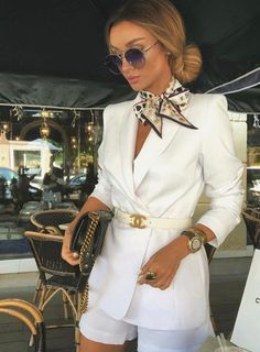 7 Chic Ways To Dress Like a French Women. How to style your clothing to achieve the classic Parisian chic look Look Fashion, Fashion Outfits, Womens Fashion, Fashion Tips, Luxury Fashion, Classy Outfits, Casual Outfits, Elegantes Outfit, Victoria