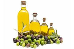 There are innumerable health benefits of olive oil. Olive oil is made from fresh olives and its becoming popular all over the world. Home Remedies For Dandruff, Home Remedies For Hair, Natural Remedies, Olives, Olive Oil Benefits, Olive Oil Hair, Olive Oils, Getting Rid Of Dandruff, Colon
