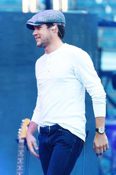 Welcome to DailyNiall, we are a fanblog dedicated to singer, songwriter, and musician Niall Horan!...