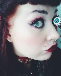 Silmämuna-pinnit ja -ponnarit vain 2,90€. Tämäkin meikki luotu Cybershopin tuotteilla, tule myymälään ja kysy lisää!♥ #cybershopkuopio #cybershopinsta #Cybershop #halloweenmakeup #halloween #gothic #alternarive #muotd