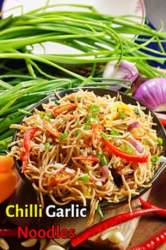 Tasty Vegetarian Recipes, Spicy Recipes, Cooking Recipes, Spicy Food Recipes, Healthy Noodle Recipes, Asian Noodle Recipes, Veg Noodles Recipe, Chilli Garlic Noodles, Sopa Ramen