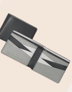 This Matter Matters leather wallet showcases the expert construction in its geometric shape.•Natural Grey/Light grey/Dark grey cow skin leather•Canvas Lining•Eight card slots, two receipt pouches, two cash sleeves, embossed designer stamp.•H:9cm W:12cm D:1.5cmComes with a dust bag and Matter Matters box