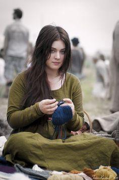 Viking woman with very blue eyes. Beautiful Muslim Women, Beautiful Girl Image, Beautiful People, Beauty Full Girl, Cute Beauty, Beauty Women, Larp, Girl Pictures, Girl Photos