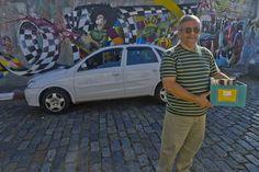 Nascido e criado no bairro da Vila Madalena, tradicional bairro da zona oeste de São Paulo, o taxista Antonio Miranda, de 50 anos, é o primeiro colaborador do projeto Bibliotaxi. Desenvolvido pelo Instituto Mobilidade Verde, o Bibliotaxi - parceiro do site Catraca Livre - visa a promoção da leitura para a integração das pessoas que moram, trabalham ou circulam pela Vila Madalena