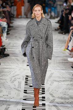 Stella McCartney Fall 2019 Ready-to-Wear Collection - Vogue Source by terribennink Fall Fashion 2020 Fashion Mode, Fashion Week, Fashion 2020, Fashion Trends, Older Women Fashion, Black Women Fashion, Womens Fashion, Boho Fashion, Fashion Jewelry