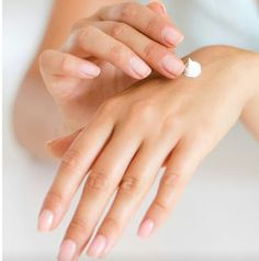 Tips for beautiful hands Anti Aging Skin Care, Natural Skin Care, Shampoo Natural, Skincare Blog, Skincare Routine, Beauty Routines, Hand Care, Body Wraps, Homemade Skin Care