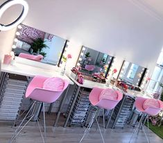 How cute is this pink makeup studio? How cute is this pink makeup studio? Beauty Bar Salon, Beauty Salon Design, Beauty Salon Interior, Salon Interior Design, Studio Interior, Beauty Studio, Makeup Studio Decor, Nail Salon Decor, Makeup Room Decor