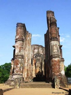 Polonnaruwa was the second capital of Sri Lanka after the destruction of Anuradhapura in 993. It comprises, besides the Brahmanic monuments built by the Cholas, the monumental ruins of the fabulous garden-city created by Parakramabahu I in the 12th century.