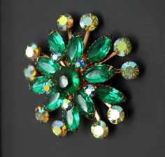 Turn an old brooch into a magnet tutorial. Beautiful!