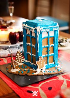 Gingerbread Tardis! Yes! :D
