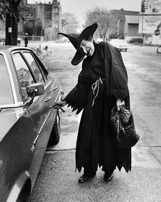 Witch transportation Chicago Tribune archive photo Esteline Grassi opted to drive a car instead of a broom at the Latin School in Chicago on Halloween Vintage Halloween Photos, Retro Halloween, Holidays Halloween, Vintage Photos, Halloween Witches, Halloween Table, Vintage Holiday, Halloween Halloween, Halloween Makeup