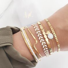 In autumn and winter, people tend to wear heavy coat. But when taking off your coats indoors, it is a good opportunity to show the bracelet you wear. Trendy Bracelets, Silver Bracelets, Fashion Bracelets, Jewelry Bracelets, Fashion Jewelry, Jewlery, Hand Jewelry, Dainty Jewelry, Cute Jewelry
