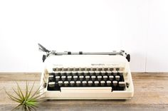 Vintage Sperry Rand Remington Ten Forty Typewriter // Manual Portable Working with Case