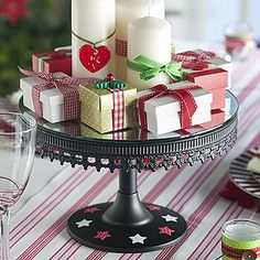 Christmas table centerpiece tutorial - so easy and such a cute idea!
