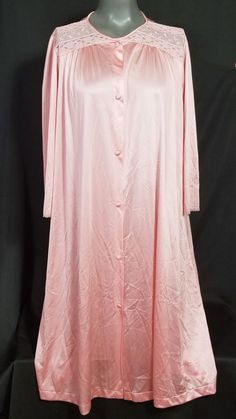 35964891b4 Vanity Fair Pink Robe Size Medium Silky Nylon Floral Lace Buttons Dressing  Gown  VanityFair