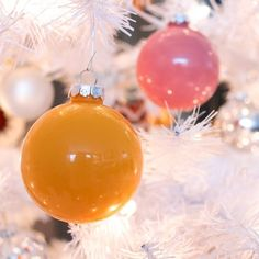 Create holiday glass, globe ornaments in any color with this simple tutorial! Mix colors for a brushed or color-blocked effect.