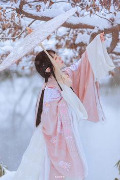 Chinese Traditional Costume, Korean Traditional, Traditional Dresses, Geisha Art, Ancient Beauty, China Girl, Chinese Clothing, Poses, Chinese Culture