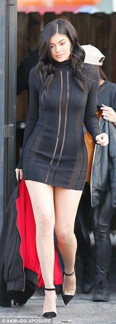 dress kylie jenner black dress long sleeve dress pumps mini dress spring outfits little black dress shoes Estilo Kylie Jenner, Kyle Jenner, Kylie Jenner Style, Kendall And Kylie Jenner, Kardashian Style, Kardashian Fashion, Columbia, Dresser, Celebs