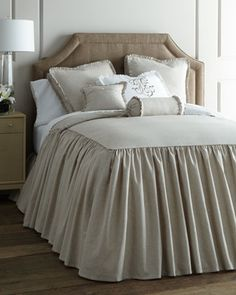 Skirted bedspread duvet