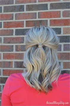 The Small Things Blog: I LOVE this blog! It shows simple step-by-step video tutorials on adorable medium-length hairstyles.