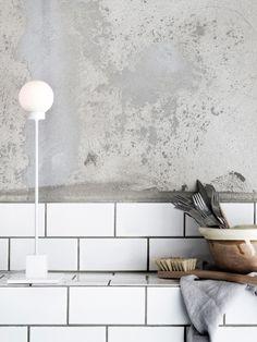 Snowball small weiss auf Arbeitsplatte #lamp #lampe Snowball, Aluminium, Double Vanity, Ceiling Lights, Scandinavian Design, Lighting, Home Decor, Hand Blown Glass, Geometric Shapes