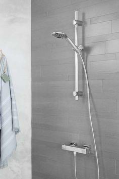KARWEI | Heerlijk ontspannen onder de douche na een lange dag. #badkamer #wooninspiratie #karwei