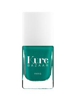 Hope de Kure Bazaar : un vert jade sensuel, l'indispensable des vacances! disponible sur http://www.mademoiselle-bio.com/vernis-a-ongles-kure-bazaar.html