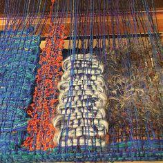 それぞれの道。  #さをり織り #さをり #saoriweaving #SAORI #Weaving #handwoven #手織り #fabric…