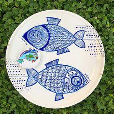 Sadece doğası ile değil burada sürekli yaşayan insanların güzelliği de yaşanmaya değer bu güzel balık deseni tabak sevgili @ekinellaa nın ellerinden çıkma . Enerjisi neşesi dostluğu ve sohbeti ile artık bize hep bu güzel dostlukları ve Datçayı hatırlatacak çook teşekkür ederiz . Güzel bir Datça sabahından Günaydınlar herkese ⛵️