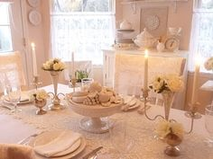 White table cloth with lace runner