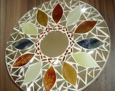 Mandala Mosaico Mosaic Madness, Mandala Painting, Mosaic Art, Handmade Art, Fundraising, Stepping Stones, Diy And Crafts, Art Pieces, Decorative Plates
