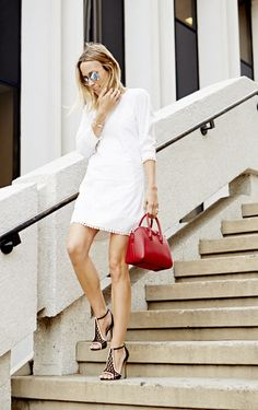 Getting ready for your summer travel? White dress+open-toed shoes+your favorite bag.