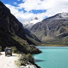 While driving through the mountains of Peru there are so many beautiful lakes to explore. Backpacking Peru, Peru Culture, Peru Beaches, Roadtrip, Where To Go, Cornwall, Devon, Roads, Lakes