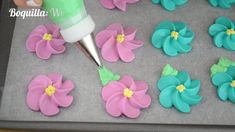 Glasé Real: 2 recetas Icing Frosting, Fondant Icing, Sugar Cookie Recipe Easy, Easy Cookie Recipes, Como Hacer Royal Icing, Baby Shower Favors, Bridal Shower, Easter Cookies, Cookie Decorating