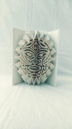 papierikovo / Maorská maska - vyskladaná z knihy Book Folding, Book Art, Books, Libros, Book, Book Illustrations, Libri