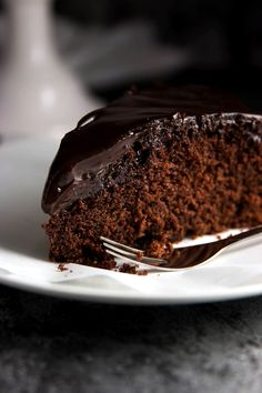 This is the easiest Chocolate Honey Cake recipe you'll ever find! One bowl, ten ingredients and NO mixer required! Chocolate cake bliss.| savorynothings.com
