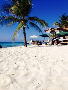 White sandy beaches of West Bay beach, Roatan, Honduras