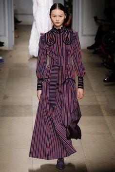 Erdem Fall 2017 Ready-to-Wear Collection Photos - Vogue Fashion 2017, Fashion Art, Runway Fashion, High Fashion, Autumn Fashion, Fashion Design, London Fashion Weeks, Victorian Gown, Erdem