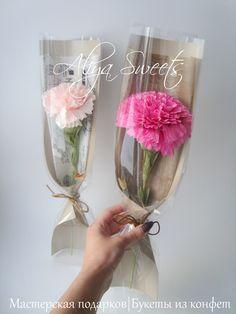 Цветочный комплимент - гвоздика в упаковке В составе конфета Ferrero Rocher Размеры: высота 40 см, ширина примерно 10 см Single Flower Bouquet, Felt Flower Bouquet, Bouquet Wrap, Diy Bouquet, Felt Flowers, Diy Flowers, Flower Decorations, Paper Flowers, How To Wrap Flowers