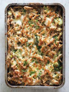 Pasta i mornaysovs med kylling, broccoli og porrer (Beetroot Bakery) Breakfast Lunch Dinner, Dessert For Dinner, Dinner Is Served, Food Humor, One Pot Meals, Food Cravings, Italian Recipes, Love Food, Food Inspiration