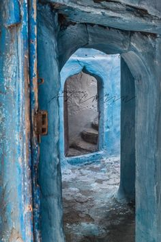 Blue and green and all the shades in between - PaulinaArcklin-ESSAOUIRA-DOORS-8707