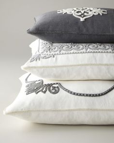 quenalbertini: Grey and white pillows Grey Pillows, Accent Pillows, Throw Pillows, White Cushions, Linen Pillows, Greige, Bordados E Cia, Scatter Cushions, Soft Furnishings