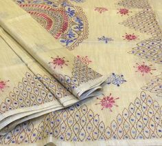kantha embroidery Kasuti Embroidery, Indian Embroidery, Hand Embroidery Patterns, Embroidery Stitches, Mesh Christmas Tree, Sari Design, Kutch Work, Kantha Stitch, Kantha Quilt