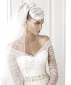BERILA » Wedding Dresses » 2015 Fashion Collection » Pronovias (close up)