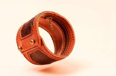 Handmade leather armlet with a secret pouch perfect for travelling and festivals!