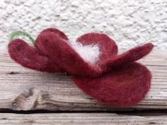 *No glue, no sewing. Sparkly red flower brooch or hair pin Hand made felted. Wool merino and recycling sparkly ribbons or (available inside gold ribbons). Gold Ribbons, Flower Brooch, Red Flowers, Hair Pins, Free Delivery, Merino Wool, Maya, Recycling, Sewing