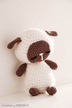 Sleeping Lamb Amigurumi - FREE Crochet Pattern / Tutorial ༺✿Teresa Restegui http://www.pinterest.com/teretegui/✿༻