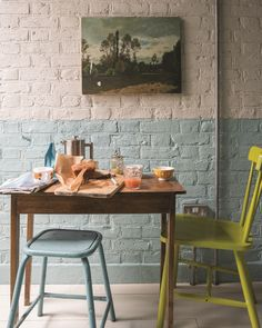 Farrow & Ball: decorating small spaces - The English Home pastell blau Farrow Ball, Painted Brick Walls, Exposed Brick Walls, Feature Wall Design, Feature Walls, Dado Rail, Kitchen Units, Kitchen Nook, Living Room Paint